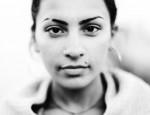 Как улучшить образ с помощью выбритой брови: техника выполнения