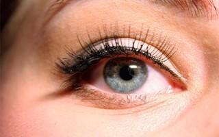 Как правильно пользоваться накладными ресницами: можно ли красить волоски или спать с ними