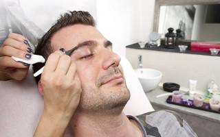 Коррекция формы бровей для мужчин: особенности процедуры
