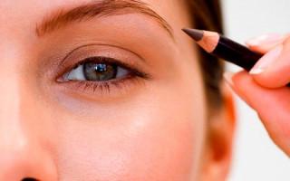 Карандаш или тени: что лучше для окрашивания бровей