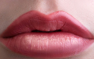 Можно ли увеличить губы с помощью татуажа: особенности техники
