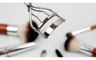 Как придать ресницам красивый изгиб: особенности и тонкости завивки