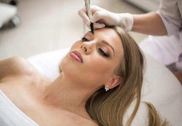 Нужна ли анестезия при татуаже бровей и правила обезболивания