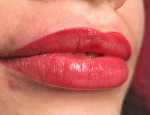 Особенности биотатуажа губ: как происходит процедура