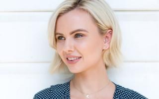 Как выбрать цвет татуажа бровей для блондинок и шатенок: основы колористики