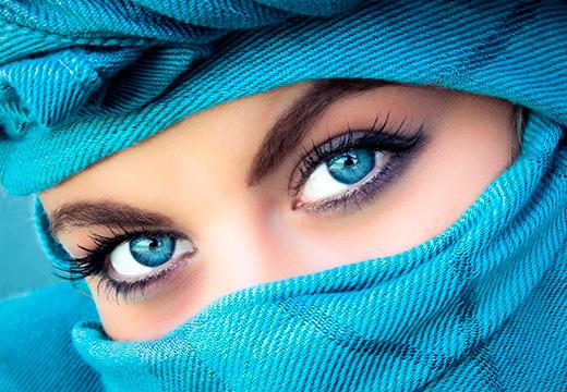 девушка в голубом хиджабе