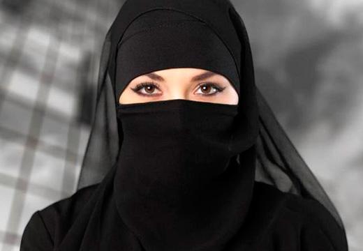 мусульманка в черном
