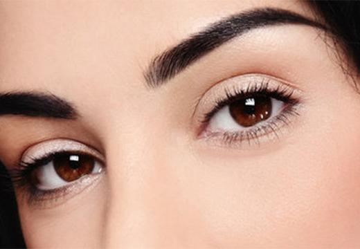 черные брови карие глаза