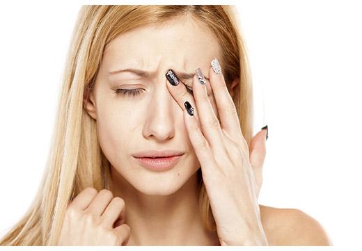 Дергается глаз верхнее веко: причины и лечение