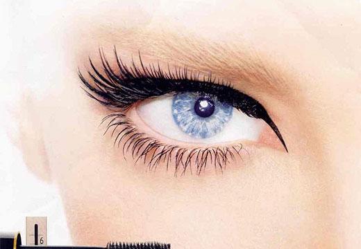 глаз накрашенный тушью