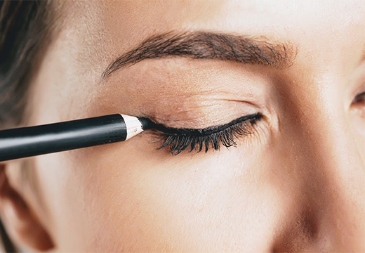 карандаш и глаз