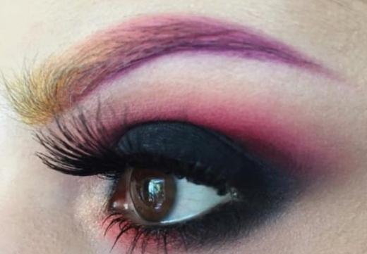 разноцветная бровь
