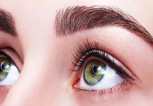 глаз густые брови