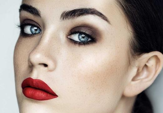 девушка красивый макияж