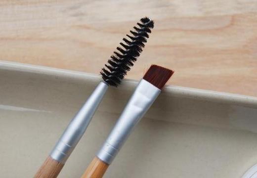 щеточка и кисточка для бровей