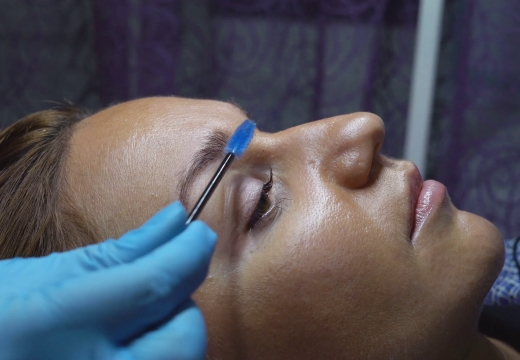 процедура ламинирования бровей