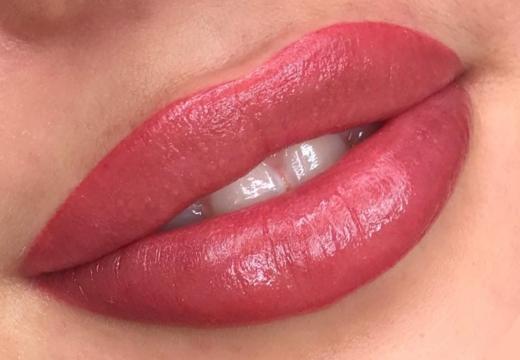 татуаж губ техника напыления