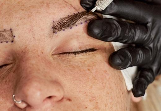 делают татуаж брови
